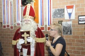 De Sint welkom geheten door Astrid