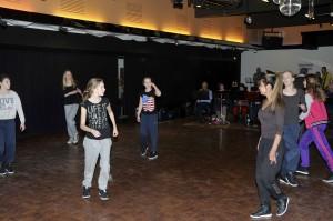 Een van de twee dansgroepen die zich zaterdagavond waar gaan maken